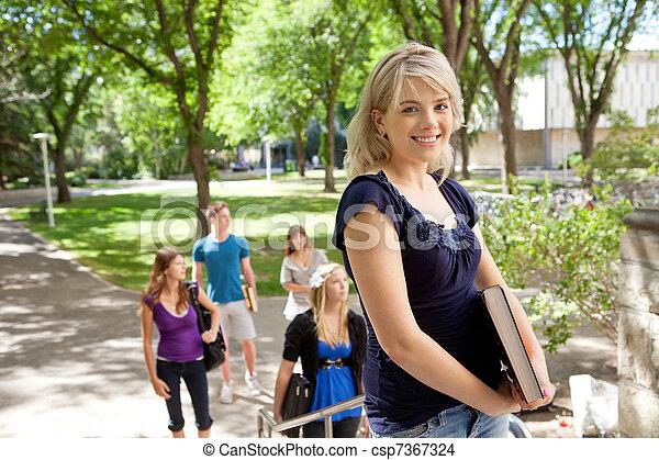 faculdade, loura, estudante, feliz - csp7367324
