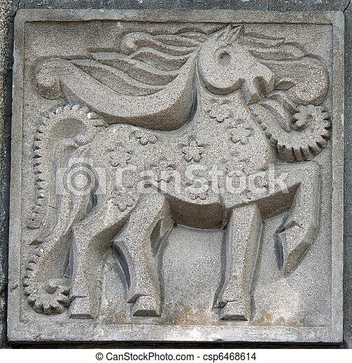 El viejo bas-relie de los caballos de cuento de hadas - csp6468614