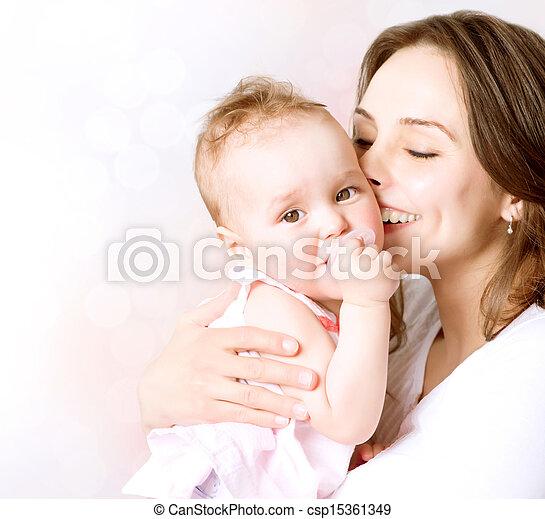 família, mãe, bebê, beijando, hugging., feliz - csp15361349