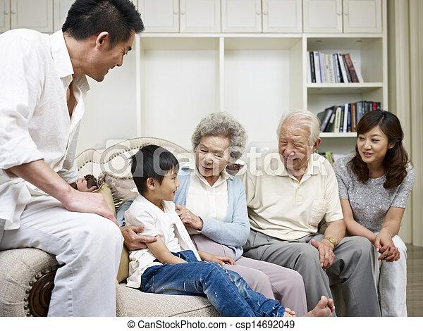 famiglia asiatica - csp14692049