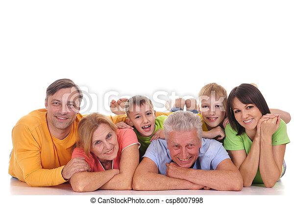 Familia feliz mintiendo - csp8007998