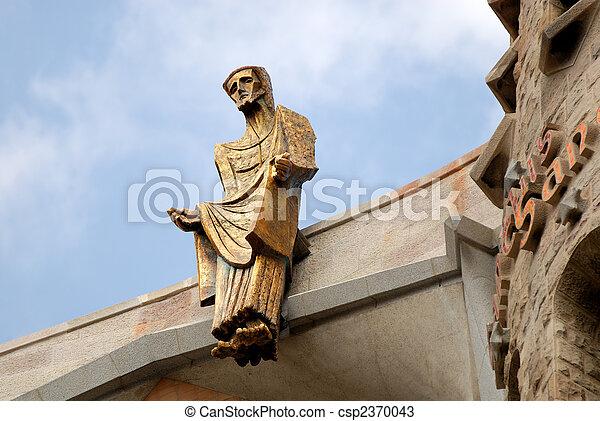 Estatua de Jesucristo en la sagrada familia en Barcelona España - csp2370043