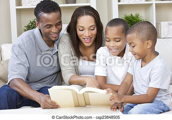 familia , madre, padre, niños, norteamericano, libro, africano, lectura - csp23848505