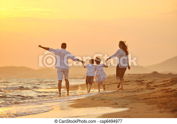 familie, junger, sonnenuntergang, haben spaß, sandstrand, glücklich - csp6494977