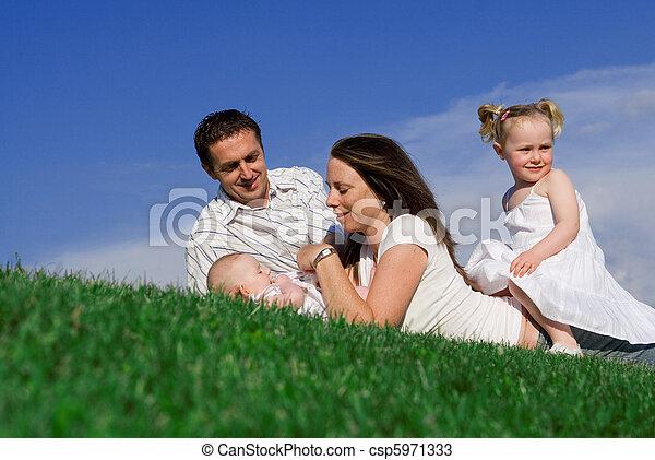 familien, glücklich - csp5971333