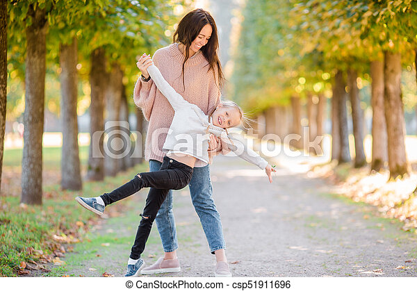 famille, avoir, automne, maman, dehors, amusement, jour, gosse - csp51911696
