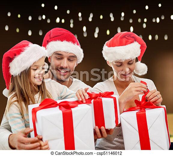 famille, chapeaux, dons, santa, noël, heureux - csp51146012