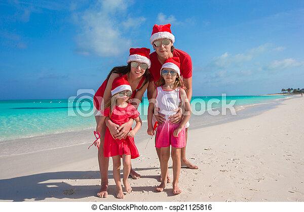 famille, chapeaux, quatre, santa, plage, rouges, heureux - csp21125816