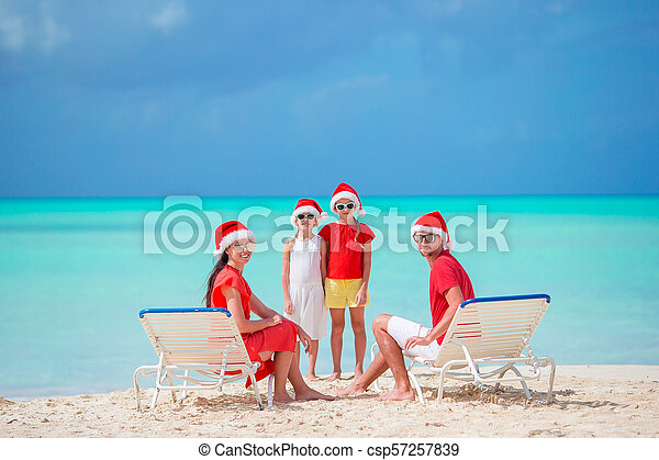 famille, chapeaux, quatre, santa, plage, rouges, heureux - csp57257839