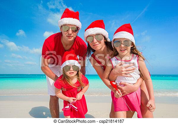 famille, chapeaux, santa, portrait, plage, heureux - csp21814187