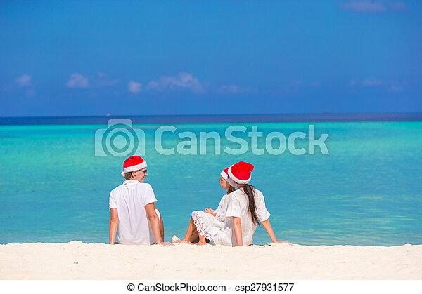 famille, chapeaux, trois, santa, plage, heureux - csp27931577