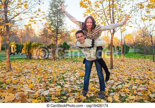 famille, ensoleillé, parc, deux, avoir, automne, automne, amusement, jour, heureux - csp16426174