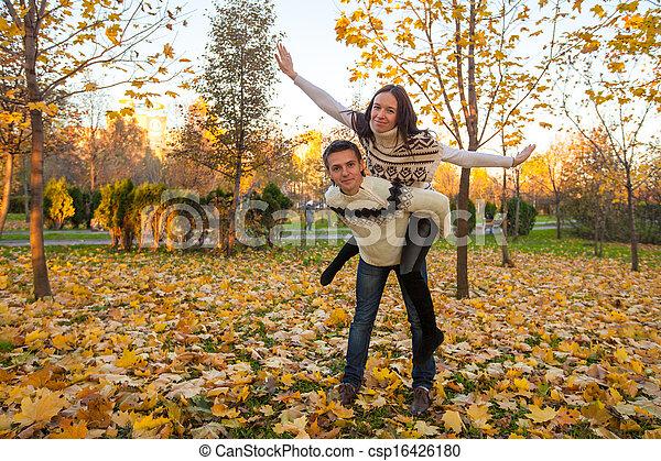 famille, ensoleillé, parc, deux, avoir, automne, automne, amusement, jour, heureux - csp16426180
