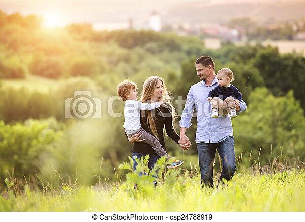 famille, heureux - csp24788919