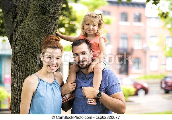 famille, parc, ensoleillé, portrait, jour, heureux - csp62320677