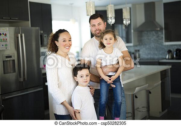 famille, quatre, maison portrait, heureux, cuisine - csp50282305