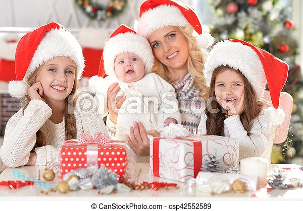 famille, santa, chapeaux - csp42552589