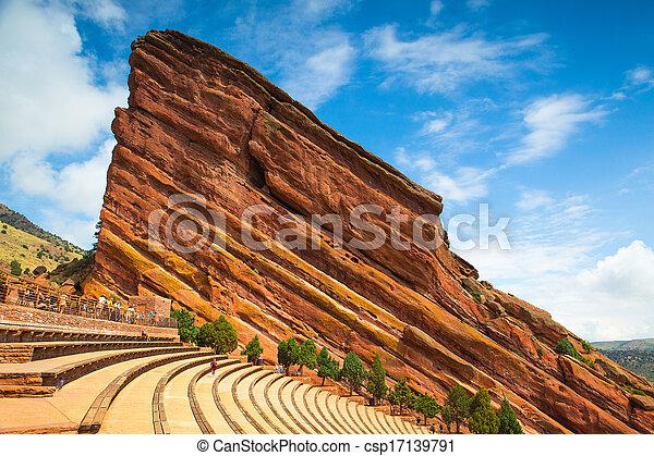 El famoso anfiteatro de rocas rojas en Denver - csp17139791