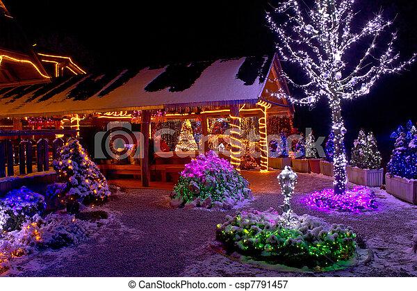 Weihnachten In Kroatien.Fantasie Baum Lichter Hütte Weihnachten