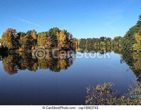 farbe, wisconsin, reflexionen, herbst - csp15663743