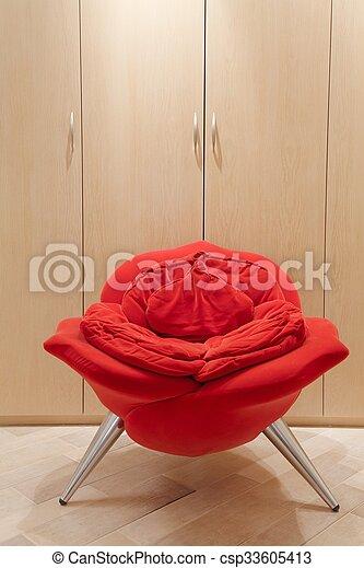 fauteuil forme avant garde rose vertical rose image. Black Bedroom Furniture Sets. Home Design Ideas