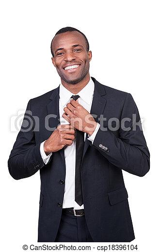 fazer, terno negócio, gravata, africano, isolado, bonito, cheio, good., jovem, ficar, seu, enquanto, fundo, homem, ajustar, sorrindo, olhar, branca - csp18396104