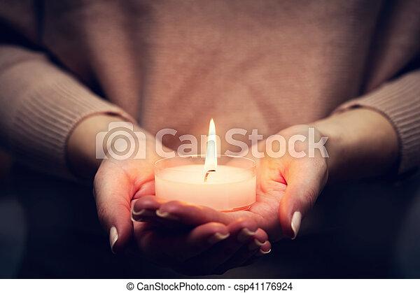 fe, luz, mujer, rezando, religión, encendido, vela, hands. - csp41176924