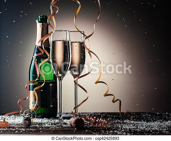 feestelijk, fles, champagne, open, samenstelling, gevulde, bril - csp42425893