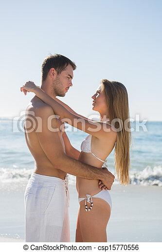 feliz, abraçar, par, falando - csp15770556