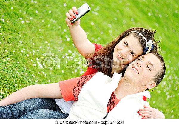 Gente feliz afuera - csp3674558