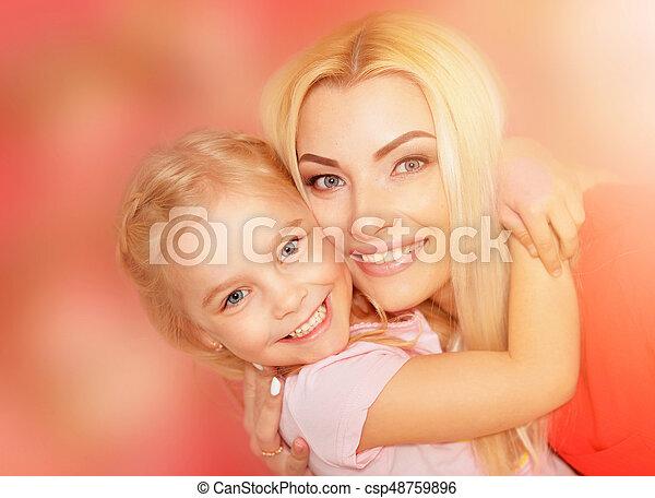 Feliz madre joven con su hija - csp48759896