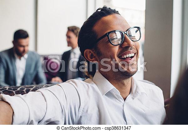 Feliz hombre de negocios - csp38631347