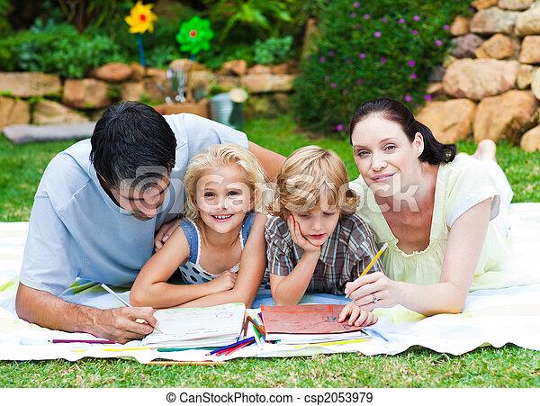 feliz, parque, familia , escritura - csp2053979