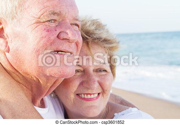 Un primer plano de una pareja feliz - csp3601852