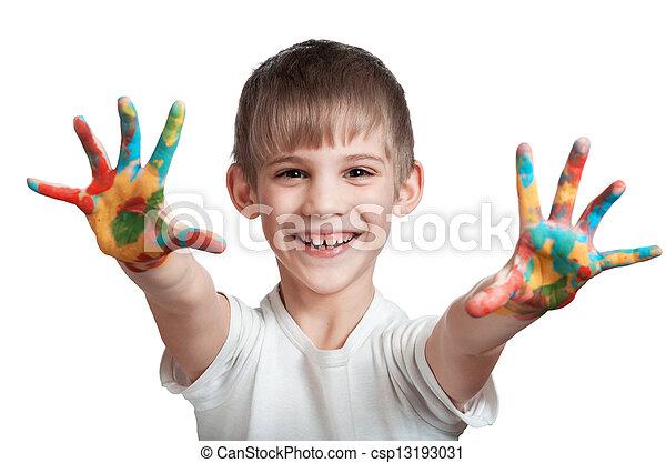 Chico feliz muestra las manos manchadas de tinta - csp13193031