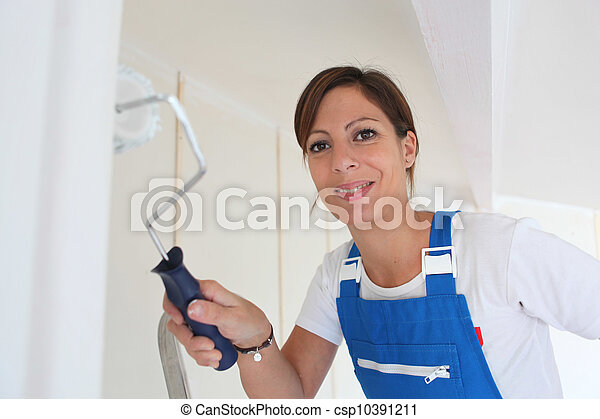 Female DIY enthusiast painting a wall - csp10391211