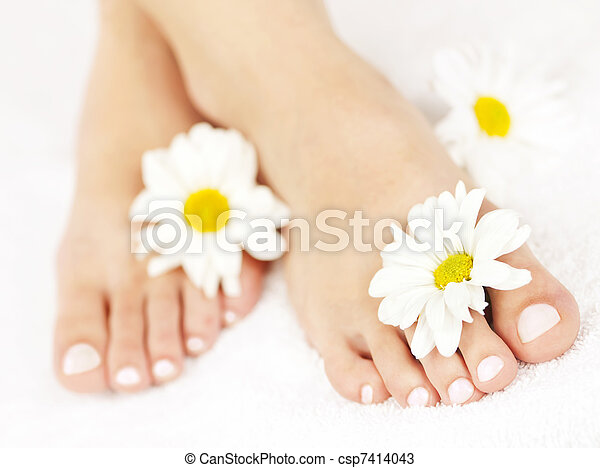 Female feet with pedicure - csp7414043