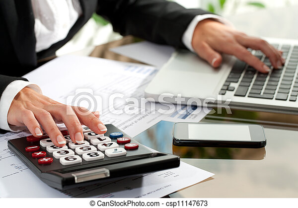 Female hands working on calculator. - csp11147673