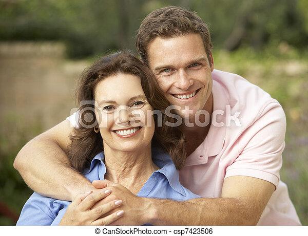femme, être, fils, étreint, adulte, personne agee - csp7423506