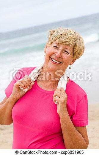 femme aînée, plage, exercice - csp6831905