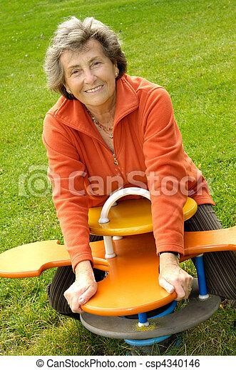 femme aînée, playyground - csp4340146