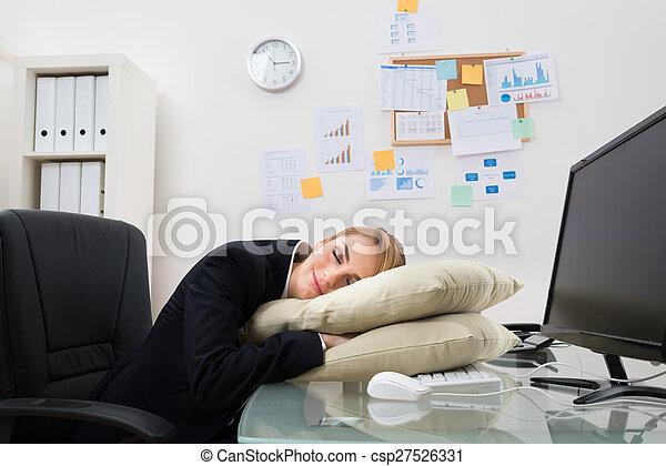 Femme affaires bureau dormir bureau femme affaires jeune