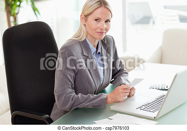 femme affaires, vue, côté, elle, comptabilité - csp7976103