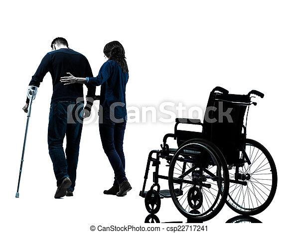femme, blessé, marche, béquilles, homme, whee, loin - csp22717241