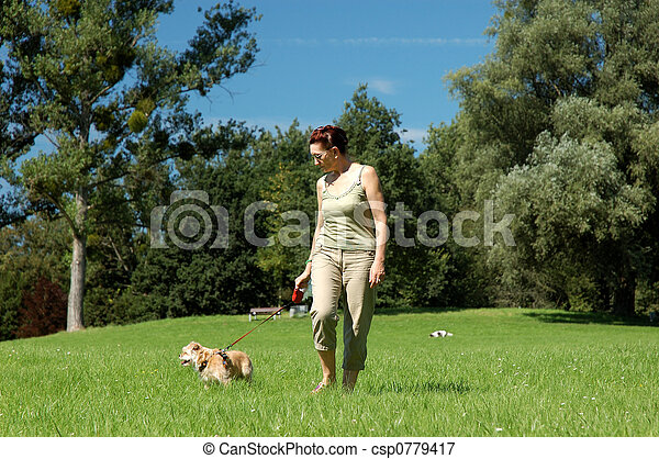 femme, chien, elle, promenades - csp0779417