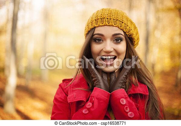 femme, choqué, portrait, automne, vêtements - csp16538771