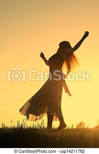 femme, coucher soleil, danse - csp14211782