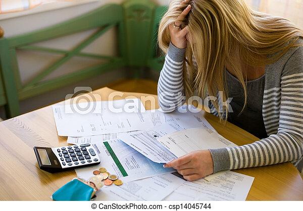 femme, dettes, factures - csp14045744