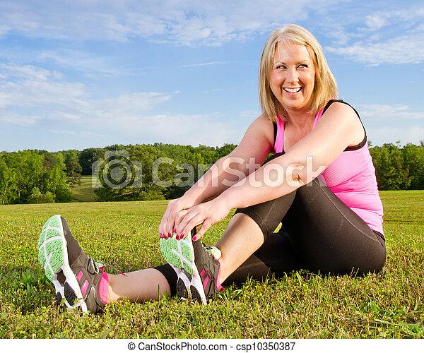 femme, elle, étirage, deux âges, 40s, dehors, exercice - csp10350387