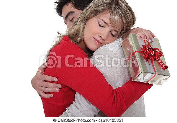 femme, elle, cadeau, remercier, sien, petit ami - csp10485351